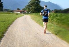 Czy lepiej biegać na podwórzu czy na bieżni?